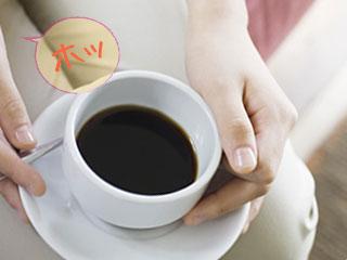 手に持ったコーヒーでホッ