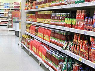 スーパー店内の商品棚