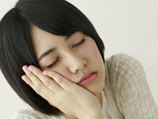 植物油に含まれるトランス酸のデメリットに悩む女性