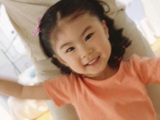 元気な子供の笑顔