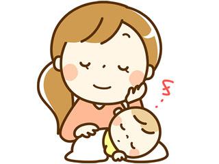 赤ちゃんと一緒に昼寝するお母さん