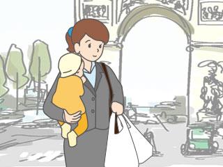 凱旋門を背景に子供を抱っこしている働く母親