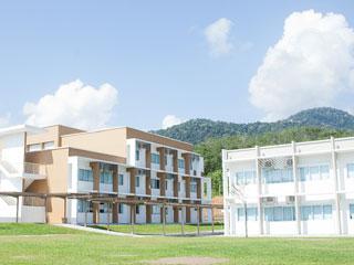 3階建て鉄筋学校
