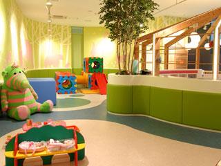 幼稚園内部の遊び場
