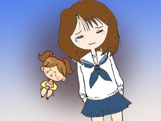 子供ころの少女と制服姿の女子が泣いている