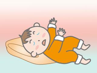 頭を高く、顔を横向きにして寝る赤ちゃん