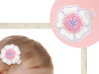 フェルトフラワー刺繍へアクリップ ホワイトピンク