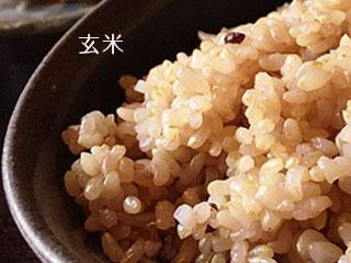 お椀に盛られた玄米