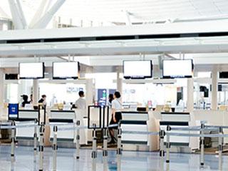 空港チェックカウンター