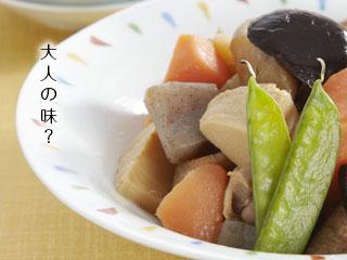 小皿に盛られた煮物