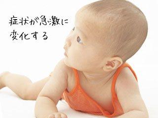 タンクトップを着ている赤ちゃん