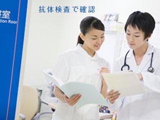 看護師と医師の打ち合わせ