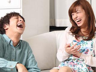 夫婦で笑いながら会話