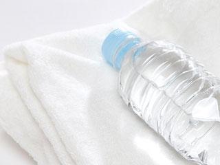 タオルと水ボトル