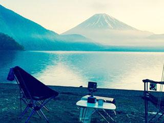 湖畔にキャンプ