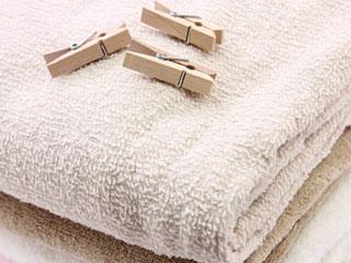 洗濯ばさみとタオル