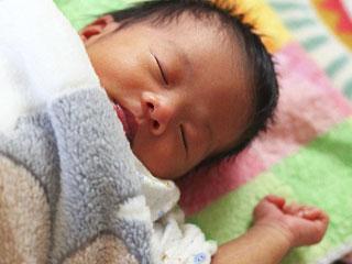 昼寝する赤ちゃん