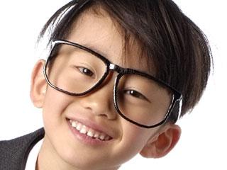 眼鏡をかけた子供