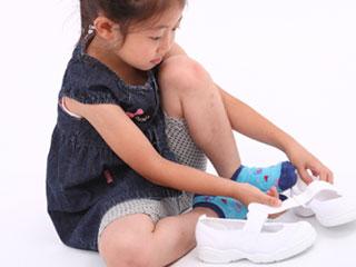 靴を履く女の子