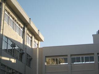 コンクリート建ての校舎
