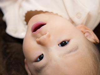 目が虚ろな熱気味の赤ちゃん