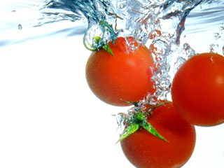 水の中のトマト