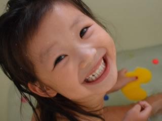 お風呂が大好きでたまらない笑顔が素敵な子供