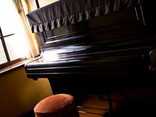 古いピアノがある教室