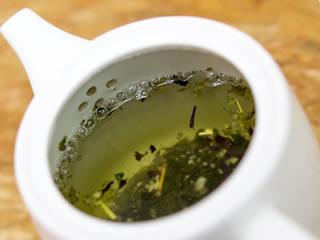 顔のむくみに効果的なお茶