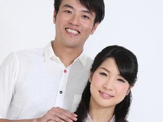 マイナンバー制度のメリットを確認する夫婦