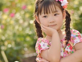 マイナンバー制度のメリットやデメリットについて考える子供