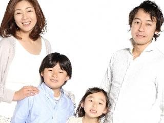 2人の子供を持つ理想的な家族