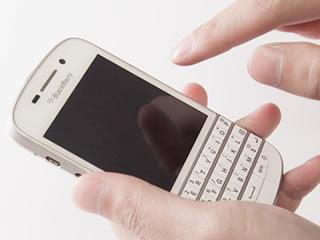 キーボード付きのブラックベリー携帯