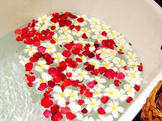 お風呂に入れるバラがでてくる入浴剤