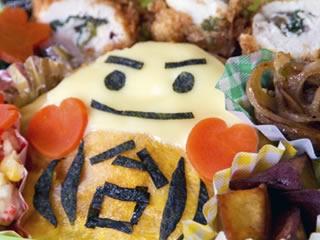 のりでキャラを象った個性的なキャラ弁当