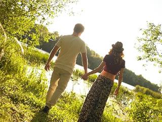 一緒に家計を支える決意をする夫婦