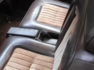 ツートンカラーの子供に汚された後部座席