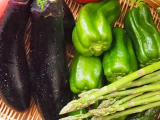アスパラやピーマンなど緑の食材