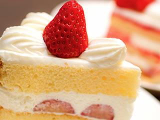 ストレス発散で高めのケーキを食べるママ