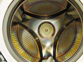 アルミ素材のドラム式洗濯機