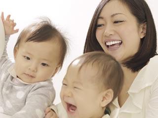 2人の子育てをしながら働く一生懸命な女性