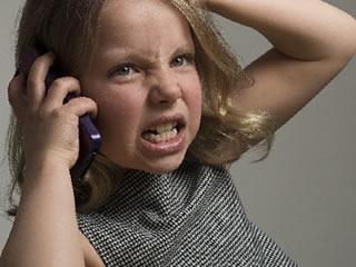 気に入らないことがあり電話で怒る子供