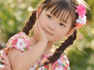 トランス脂肪酸の危険性について考えている子供
