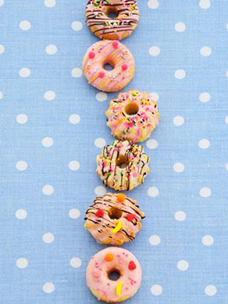 熱した植物油を大量に使用するドーナツなど揚げ物はトランス脂肪酸が多い