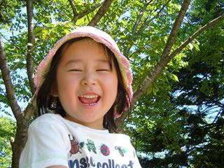 キラキラな笑顔を振りまく小学生