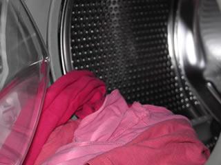 洗濯された赤い布