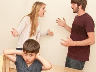 子供も気を使う激しい夫婦喧嘩