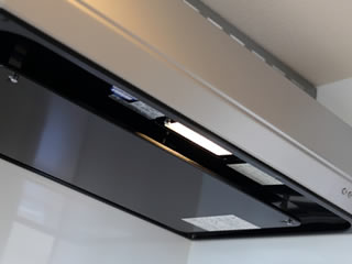 キッチンの換気扇周りの頑固なタイル汚れ