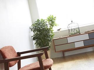 イスやテーブルなど必要最低限のシンプルなお部屋