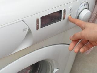 フタを閉めっぱなしで臭っている洗濯機